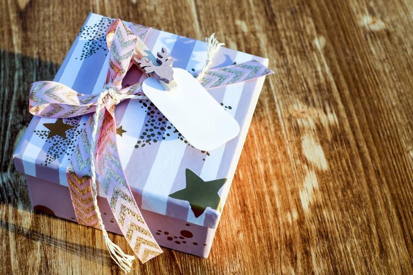 christmas-gift-2979922_1920